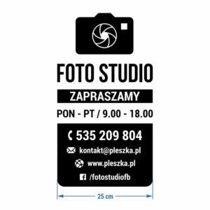 Foto Studio - godziny otwarcia. Naklejka wycinana z białej folii.